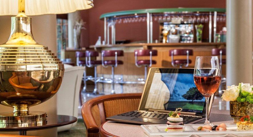 Hotel-Flamenco-Budapest-Lobby-Bar-maxi930